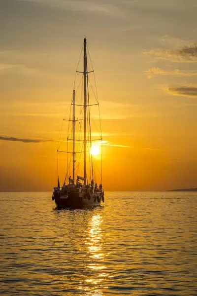 sailing-boat-sunset-
